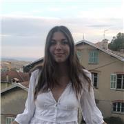 Étudiante donnant des cours de piano à qui veut s'initier à Cannes et ses alentours ou en ligne