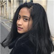 étudiante indonésienne qui aime partager ses connaissance en langue