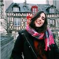 Soy estudiante de traducción e interpretación y doy clases de inglés y francés