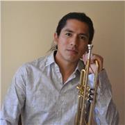Salut. Je viens d'arriver d'Amérique latine et Je propose un cours de trompette différent. Nous allons jouer uniquement le répertoire que vous aimez! J'ai étudié la musique classique au Pérou, et maintenant j'étudie le Jazz au Conservatoire de Lille; mais