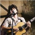 Músico ofrece clases económicas y personalizadas de guitarra y lenguaje musical