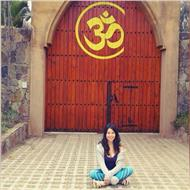 Hatha yoga con fundamentos en el método iyengar