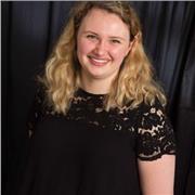 Eléna BORSCHNECK Etudiante en école de commerce