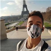 Je suis étudiant et d'origine franco-chilienne. Je maitrise donc parfaitement le français tout comme l'espagnol