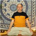 Profesor de la escuela de yoga escuela naradeva