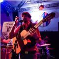 Músico y productor titulado en magisterio musical ofrece clases de guitarra, solfeo, armonía
