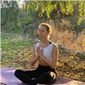 Soy profesora de yoga, pilates y diferentes métodos fitness. todos los niveles. especializada en principiantes