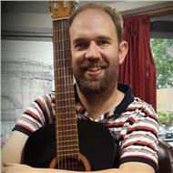 Se dictan clases en san luis de guitarra, bajo, piano e ingles