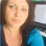 Je propose des cours de piano à domicile soit à l heure ou à la demi heure sur vannes et sa première couronne  Au delà de 10 km j'applique une majoration de 5 euros  Tarif à l heure 30 euros  A la demi heure 20 euros